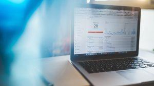 Indicadores digitales en una pantalla