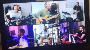 Foto de laptop con concierto virtual de Cultura Profética